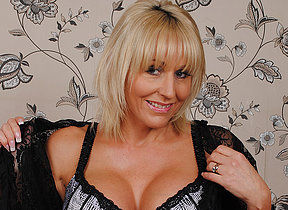 Classy British MILF effectuation with her pussy