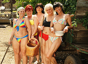 Five mature lesbians effectuation with eachother
