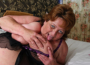 Big mama squirts and gets a face full be beneficial to cum