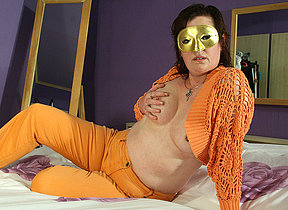Masked mature slut playing more her pussy