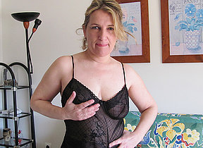 Kinky housewife playing just about say no to pussy