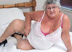 This granny loves all round get wet herself