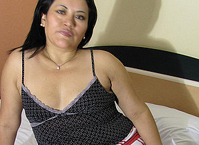 Horny mature Anna loves adjacent to play with herself
