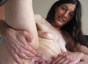 Horny mature Mercedes takes the hand on ourselves