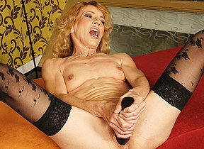 Kinky mama acquiring fisted by a horny babe