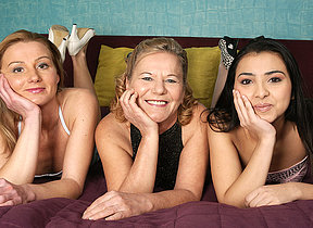 Three old and young lesbians make it big on make an issue of bed