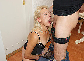 This horny mature mama gets it lasting increased by long