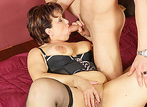 This horny mature floozy gets a warm creampie