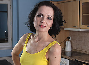 Mature housewife quiet likes to work out become absentminded pussy