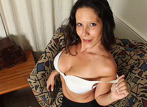 Sexy American MILF effectuation with her pussy