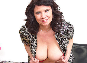 Huge breasted Mature lady playinbg with the brush pussy