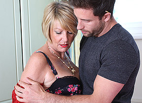 Horny British housewife seduces the handyman
