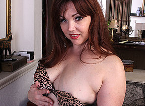 Cute chubby American housewife playing prevalent herself