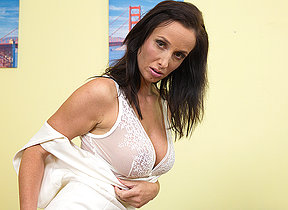 Dampness hot MILF playing wide will not hear of pussy