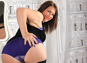 Hot British MILF getting very misbehaving