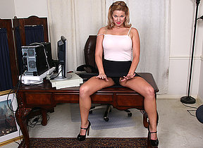 Mephitic American MILF playing with her pussy at the office