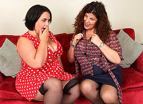 Two British curvy housewives go full swishy