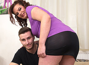 Curvy housewife fucking with her toy boy