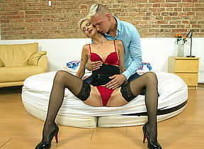 Piping hot housewife fucking and sucking