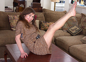 American hairy housewife playing with herself