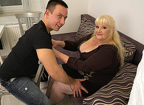Curvy mature laddie fucking hard with her younger lover