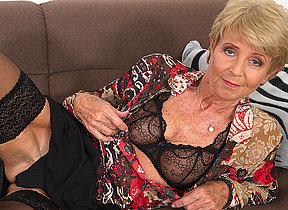 Horny granny bringing off with her wet pussy