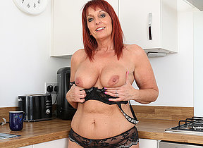 British Milf Darling Diamonds strips off her clothes and plays with her pussy